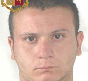 Sparatoria a Pietraperzia: il giovane con la pistola, arrestato venerdì scorso, rimane in carcere dopo l'udienza di convalida – VIDEO