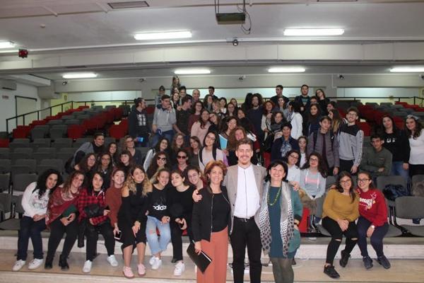 Giornata mondiale della Filosofia, Riccardo Dal Ferro a Enna canta e incanta ragazzi e adulti