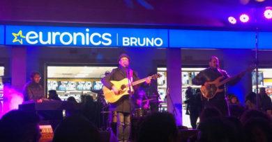 Enna, Mario Incudine porta la sua sicilianità all'inaugurazione del nuovo store Bruno