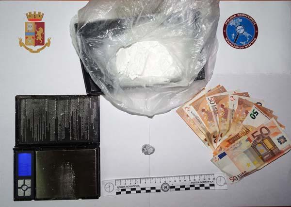 Valguarnera, arrestato dalla Polizia di Stato un operaio trovato in possesso di oltre 100 grammi di cocaina – VIDEO