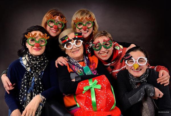Rosa con le alunne a carnevale 30 anni dopo