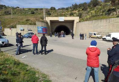 Protesta del latte, una ventina di pastori bloccano una galleria a Regalbuto