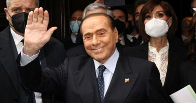 """Berlusconi """"Opporsi al vaccino non è libertà, serve unità nazionale"""""""